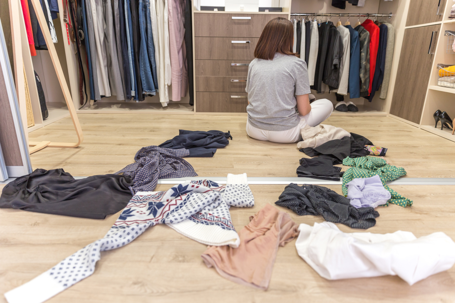 Messy closet. Simple rules for cleaning out a closet
