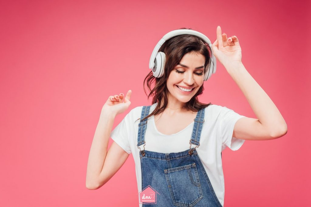 listening to music how to declutter a bedroom